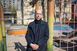 """Peter K., 59 Jahre, Erzieher im Kindernotdienst. """"Durch die Beschränkungen knallt es in Familien. Ich sorge dafür, das die Kinder keinen Knacks kriegen. Solange es geht."""""""